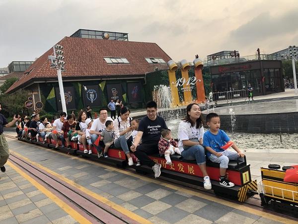纽约节日小火车模型展登场 华人兴奋围观
